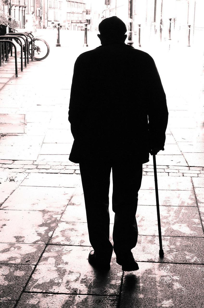 Anciano solitario